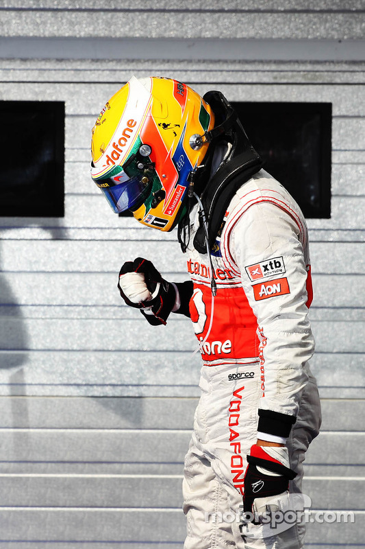 Race winnaar Lewis Hamilton, McLaren celebrates in parc ferme