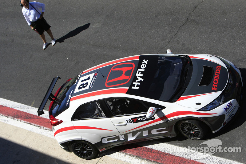 Tiago Monteiro tests the new Honda Civic