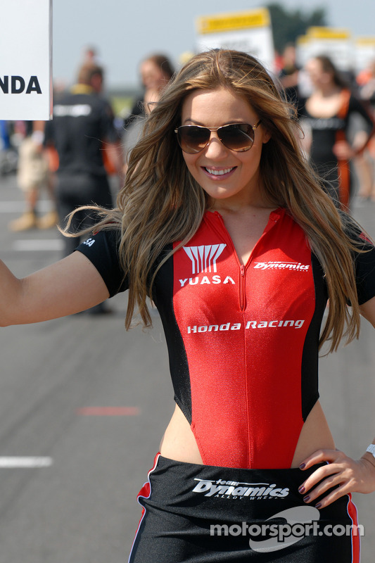 honda yuasa racing grid girl at s terton