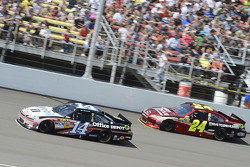 Tony Stewart, Stewart-Haas Racing Chevrolet and Jeff Gordon, Hendrick Motorsports Chevrolet