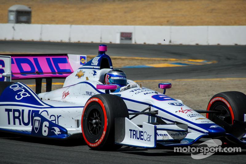 ... Sonoma 2012 mit Pink-Anteilen an ihrem IndyCar unterwegs