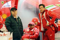 Felipe Massa, Ferrari with his father Luiz Antonio Massa, (Left) and Rob Smedley, Ferrari Race Engineer (Right)