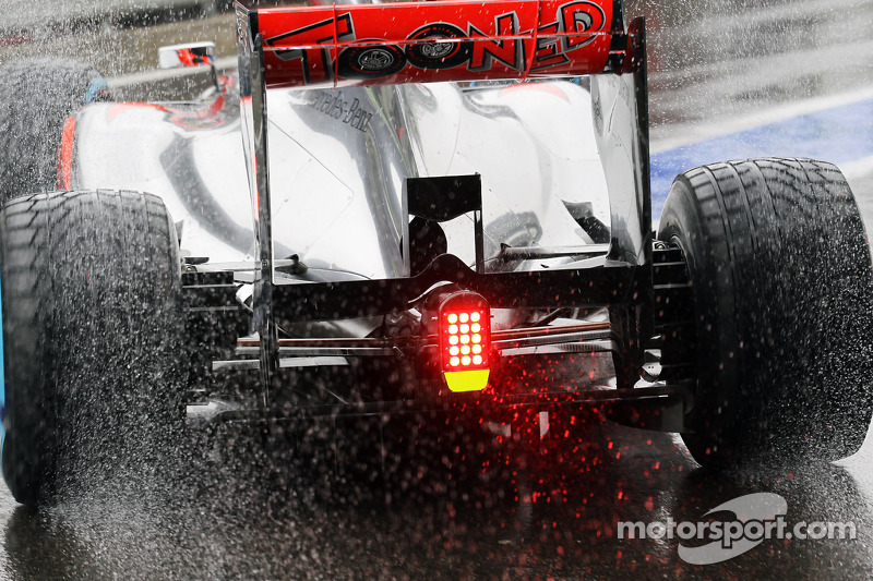 Jenson Button, McLaren rear wing detail