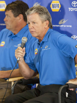 Martin Truex Jr. aankondiging samenwerking met Michael Waltrip Racing