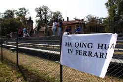 A banner suggesting Ma Qing Hua, Hispania Racing F1 Team should drive for Ferrari