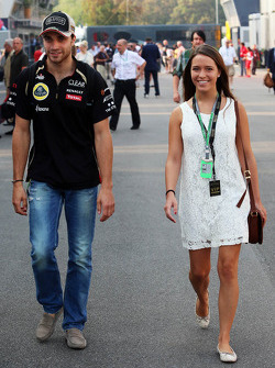 Jerome d'Ambrosio, Lotus F1 Team with his girlfriend
