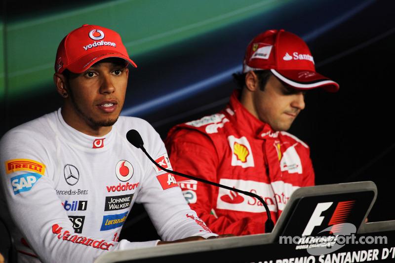 Ganador de la pole Lewis Hamilton, McLaren y el tercer puesto Felipe Massa, Ferrari en la conferenc