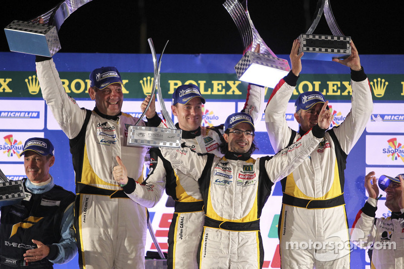 LMGTE Am podium: winnaars Christophe Bourret, Pascal Gibon, Jean-Philippe Belloc