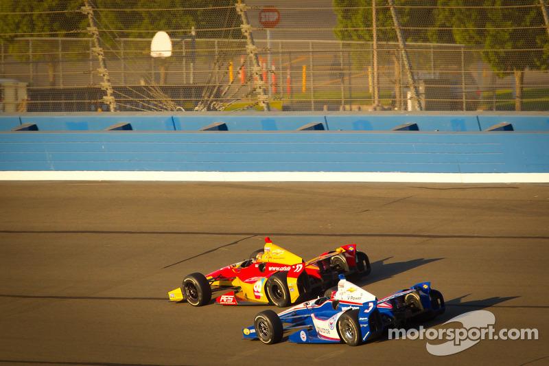 Sebastian Saavedra, AFS Racing/Andretti Autosport Chevrolet en Helio Castroneves, Team Penske Chevro