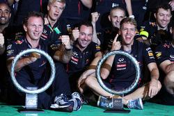 Sieger Sebastian Vettel, Red Bull Racing feiert mit seinem Team
