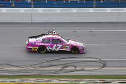 Ganador de la carrera Matt Kenseth, Roush Fenway Racing Ford celebra