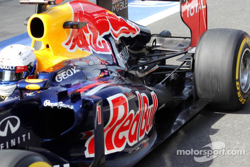 Sebastian Vettel, Red Bull Racing uitlaat en ophanging