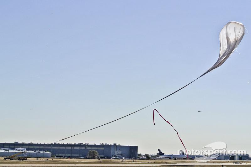 Felix Baumgartner met grote ballon tot 128,000 voet