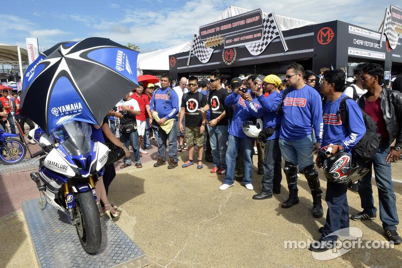 Yamaha fans display