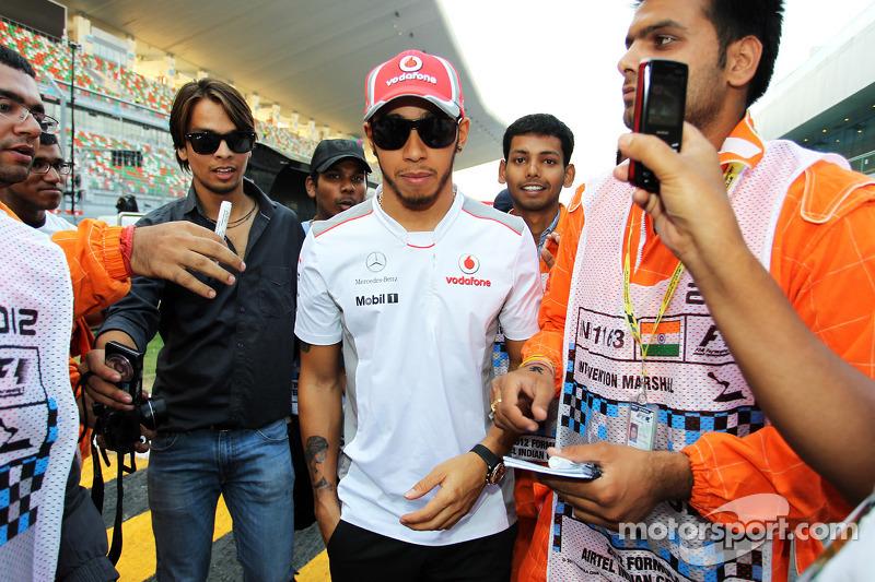 Lewis Hamilton, McLaren Mercedes met fans