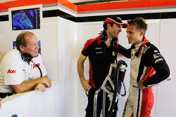 Marc Hynes, Marussia F1 Team Driver Coach met Max Chilton, Marussia F1 Team Test Driver en vader Grahame Chilton