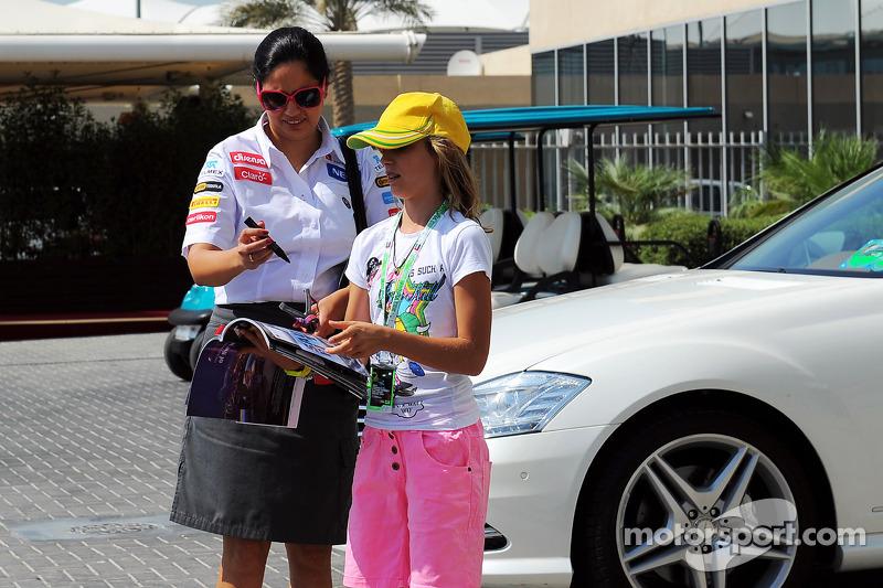 Monisha Kaltenborn, Sauber Team Principal signs autographs for the fans