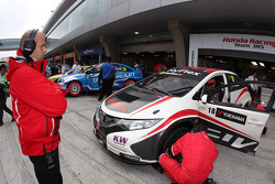 Tiago Monteiro, Honda Civic Super 2000 TC, Honda Racing Team Jas and Andrea Adamo, Chief Designer, Honda Racing Team Jas