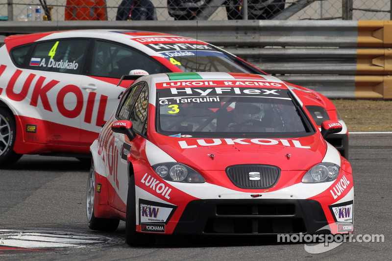 Gabriele Tarquini, SEAT Leon WTCC, Lukoil Racing Team en Alexey Dudukalo, SEAT Leon WTCC, Lukoil Racing Team