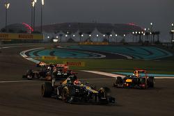 Heikki Kovalainen, Caterham leads Jean-Eric Vergne, Scuderia Toro Rosso and Sebastian Vettel, Red Bull Racing