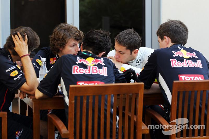 Robin Frijns, Red Bull Racing Test Driver met ingenieurs