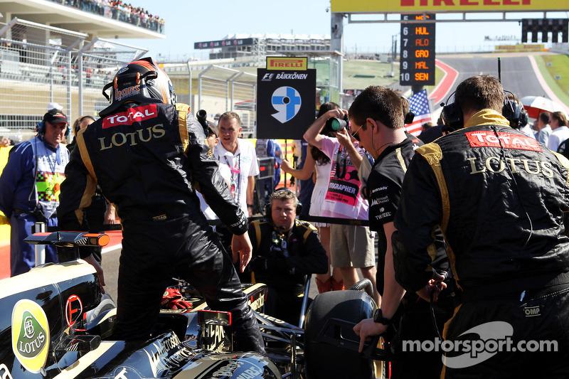 Kimi Raikkonen, Lotus F1 E20 on the grid