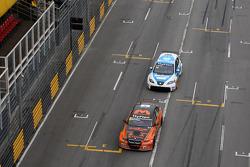 Norbert Michelisz, BMW 320 TC, Zengˆ Motorsport and Pepe Oriola, SEAT Leon WTCC, Tuenti Racing Team