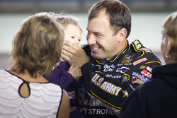Ryan Newman, Stewart-Haas Racing Chevrolet with his daughter