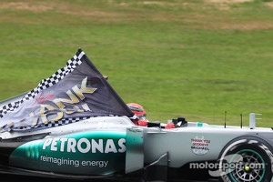 Michael Schumacher, Mercedes AMG F1 runs with a Thank You flag on the way to the grid