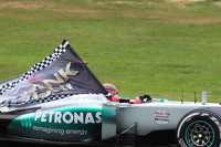 Michael Schumacher, Mercedes AMG F1, mit Dankesflagge