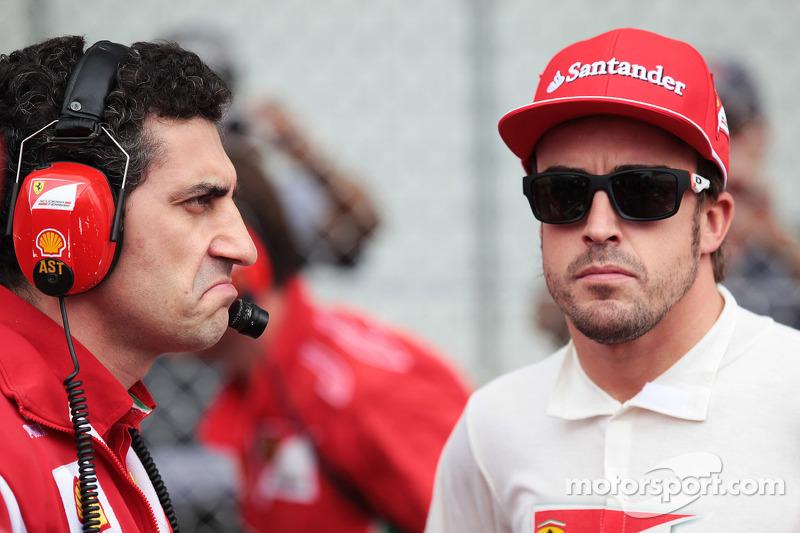Andrea Stella, Ferrari Race Engineer with Fernando Alonso, Ferrari on the grid