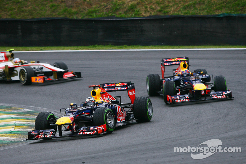 Sebastian Vettel, Red Bull Racing aan de leiding voor ploegmaat Mark Webber, Red Bull Racing