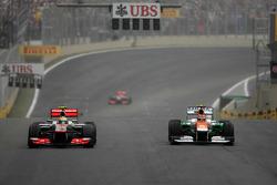 Льюіс Хемілтон (McLaren Mercedes) і Ніко Хюлькенберг (Force India)
