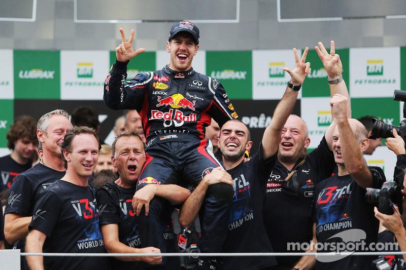 Sebastian Vettel, Red Bull Racing viert wereldtitel met team
