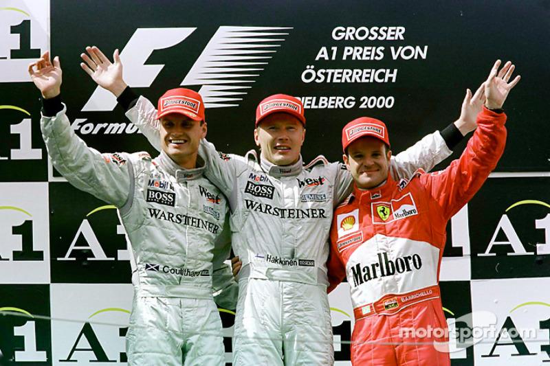 Podium: race winnaar Mika Hakkinen, tweede plaats David Coulthard, derde plaats Rubens Barrichello
