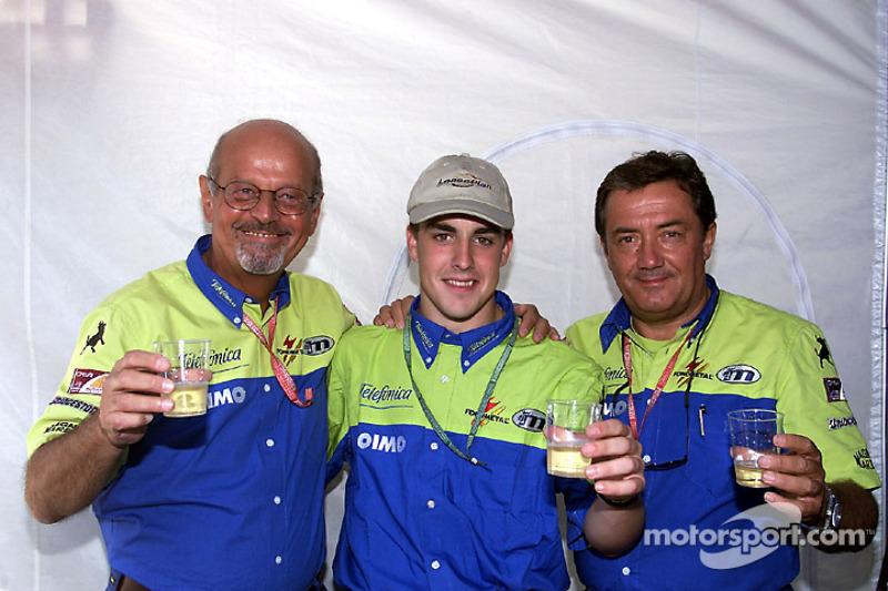 Керівники Minardi Габріеле Румі та Джанкарло Мінарді з юним Фернандо Алонсо