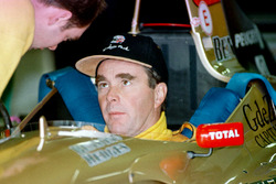 Nigel Mansell checks out the cockpit of the Jordan Peugeot