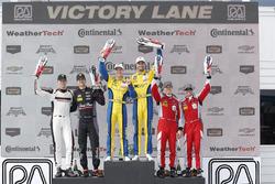 GTD podium: winnaars Jesse Krohn, Jens Klingmann, Turner Motorsport