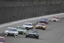 Кори Лажуа, BK Racing Toyota, Мартин Труэкс-мл., Furniture Row Racing Toyota и Кайл Буш, Joe Gibbs Racing Toyota