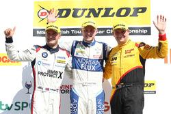 Podyum: Yarış galibi Ashley Sutton, 2. Colin Turkington, 3. Mat Jackson