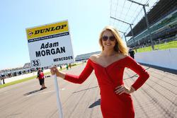Gridgirl für  Adam Morgan, Ciceley Motorsport Mercedes Benz A-Class