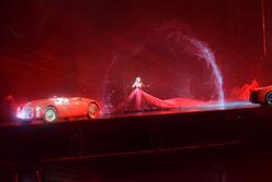 Ferrari 125 S e Ferrari LaFerrari durante lo spettacolo fatto per i 70 anni della Ferrari