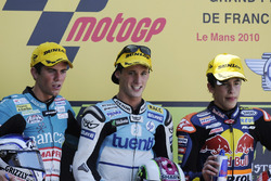 Podio: segundo lugar Nicolás Terol, ganador de la carrera Pol Espargaró, tercer lugar Marc Márquez