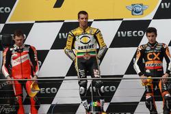 Podio: segundo lugar Stefan Bradl, ganador de la carrera Alex De Angelis, tercer lugar Marc Márquez