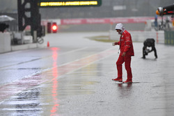 Jock Clear, Ferrari Chief Engineer in wet pit lane