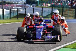Race retiree Carlos Sainz Jr., Scuderia Toro Rosso STR12 is pushed by Marshals