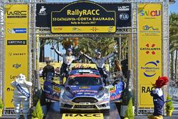 Подиум: победители Ралли Испания в зачете WRC 2 Теему Сунинен и Микко Марккула, Ford Fiesta R5, M-Sport