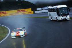 Экипаж №86 команды Gulf Racing, Porsche 911 RSR: Майк Хедлунд, Бен Баркер, Ник Фостер