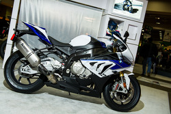 BMW HP4 In line4 Cylinder DOHC liquid cooled 193hp at 13,000 rpm