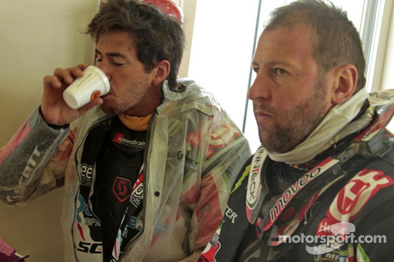 Alessandro Botturi, Paulo Goncalves, Joan Barreda en Matt Fish ontbijten